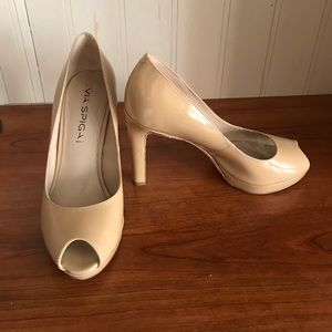 Via Spiga nude peep toe patent leather pumps sz 4